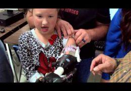 Edúcalos: Estudiantes de la Preparatoria Booker T. Washington hacen un brazo prostético