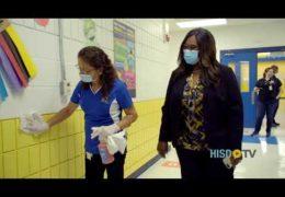 Camino al Éxito: Limpieza y desinfección de las escuelas de HISD